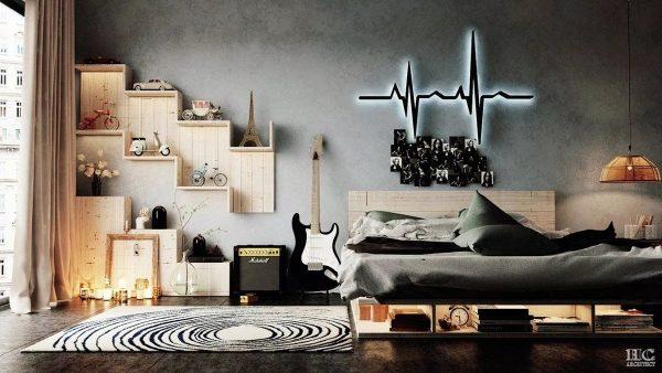 Спальня музыканта видна по специфическим предметам интерьера