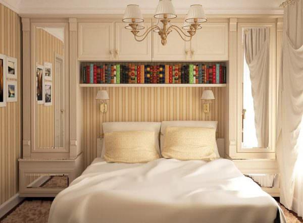 Важно продумать элементы текстиля. По цвету и материалу они должны сочетаться с общей дизайнерской концепцией спальни.