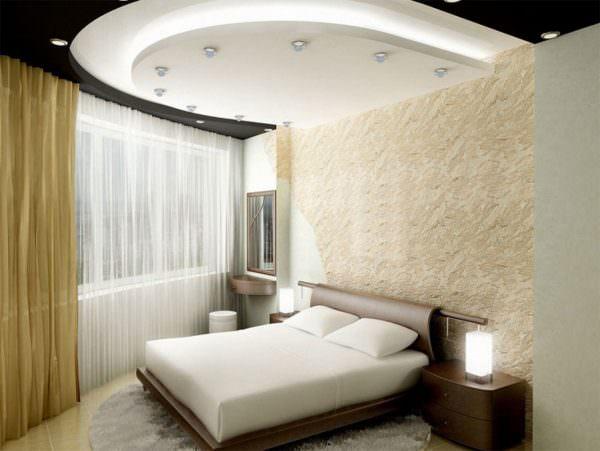 Отделка потолка должны выполнять не только эстетическую функцию, но и визуально делать спальню выше.