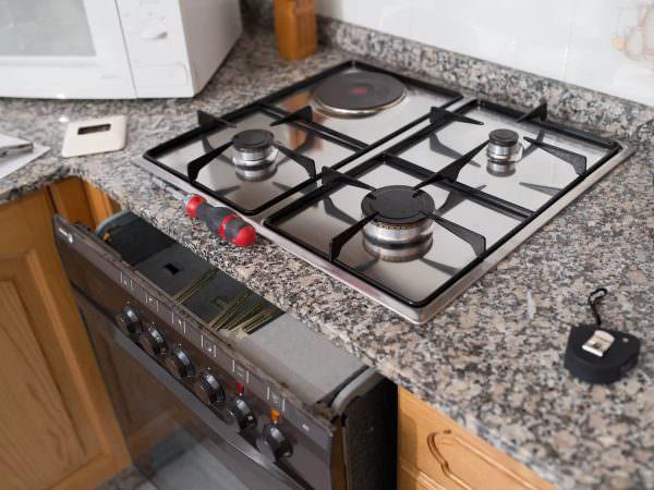 Первым делом нужно выбрать подходящее место для установки плиты.