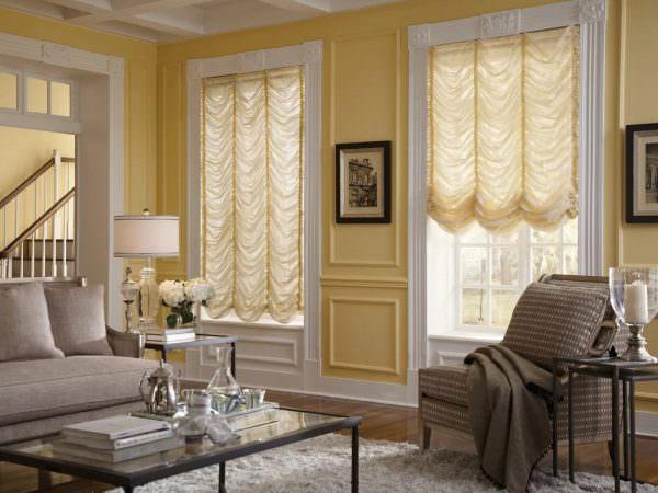 Французские шторы чаще выполняются из льна, шелка, атласа, муслина, тюля.