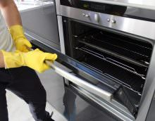 Вариантов того, как можно очистить духовку от застарелого жира - масса