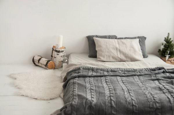 Пледы. Не только согреют зимним вечером, но и сделают интерьер более домашним, мягким и теплым.