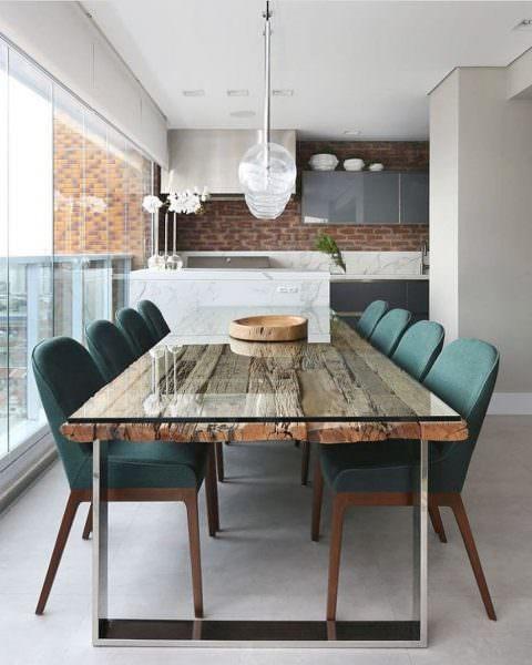 Выбирая форму обеденного стола, ориентируйтесь на размеры кухни
