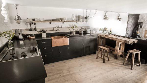 Если площадь кухни просто гигантская, то вам подойдет и такое дизайнерское решение, как установка по центру комнаты рабочую зону, которая будет напоминать букву «г»