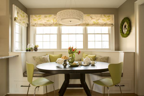 Овальные столики в основном представлены в виде раздвижных мебельных моделей, что является весьма удобным свойство.
