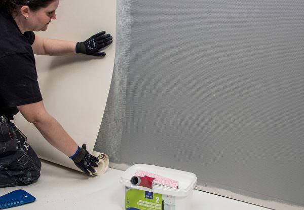 Убедившись, что стены сухие и чистые переходим к следующему этапу работы.