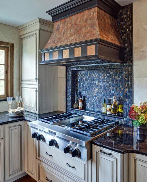 Вряд ли можно представить хоть одну кухню без плиты для готовки. В силу ряда отличительных характеристик и преимуществ наиболее распространены именно газовые плиты.