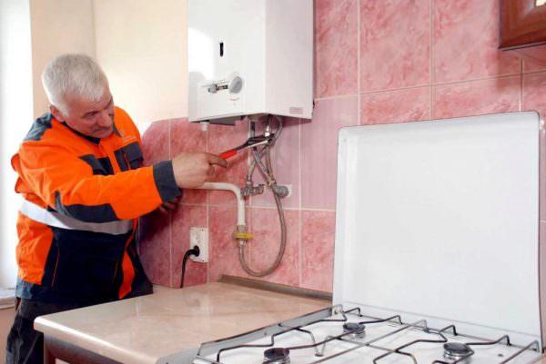 По закону нельзя самостоятельно осуществлять замену и подключение газовых плит в квартире этим должны заниматься специалисты