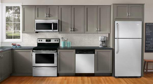 Время от времени каждая техника выходит из строя. И холодильник не исключение.