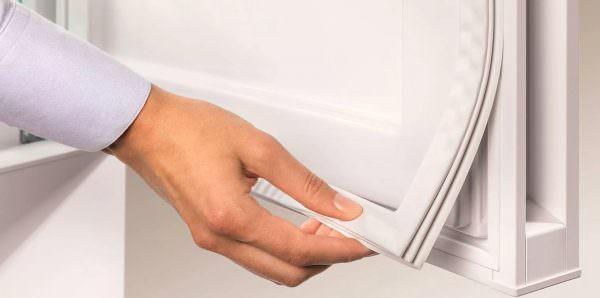 Уплотнитель стоит выбирать исходя из марки холодильника и его модели.