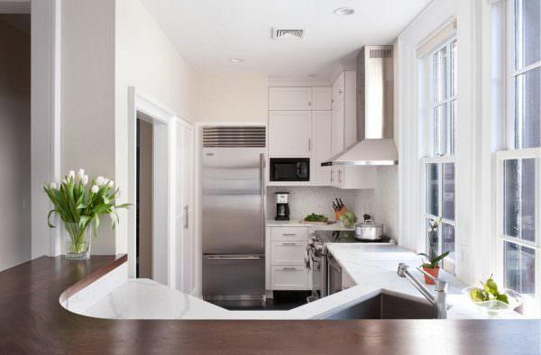 В малогабаритных квартирах лучше использовать двухкомпрессорный холодильник, так как уровень его шума в среднем 30 дБ.