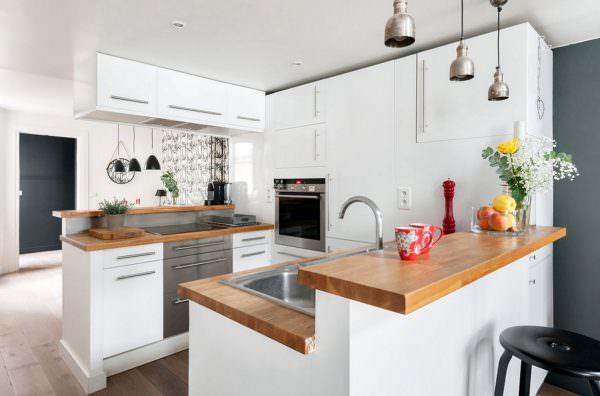 По статике, большую часть времени своей жизни человек проводит на кухне.