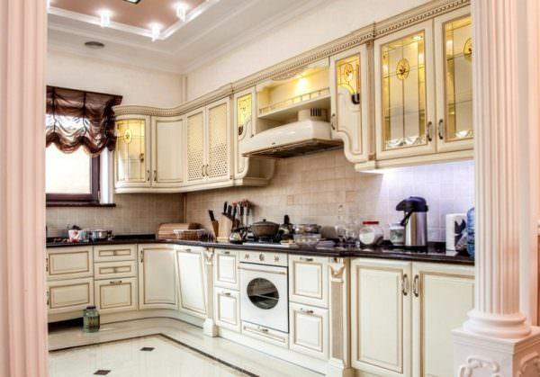 Такая кухня превращается в уединенное место, где можно расслабиться и пообщаться, а не просто и готовить и есть.