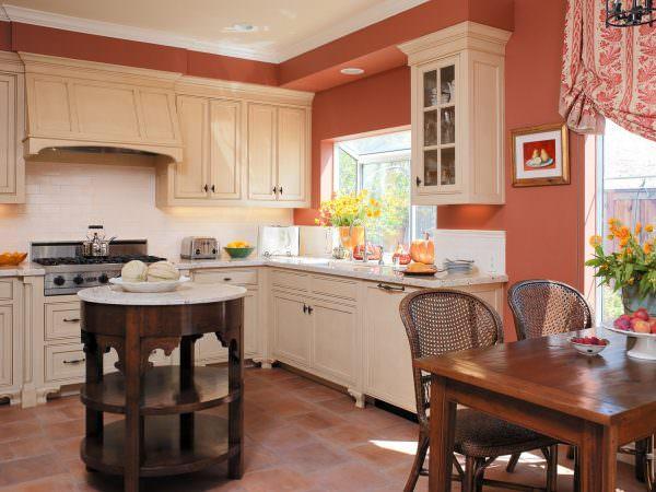 Персиково-белыми, кремово-персиковыми расцветками рекомендуется оформлять тесные комнатки, с окнами, выходящими на север, северо-запад.