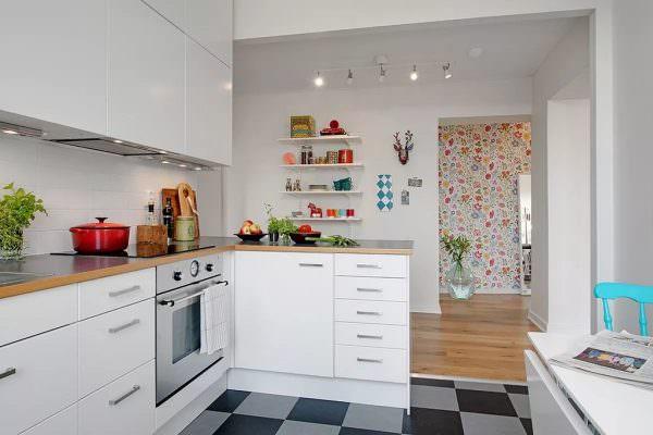 Классическая угловая планировка – идеальный выбор для небольшого помещения.