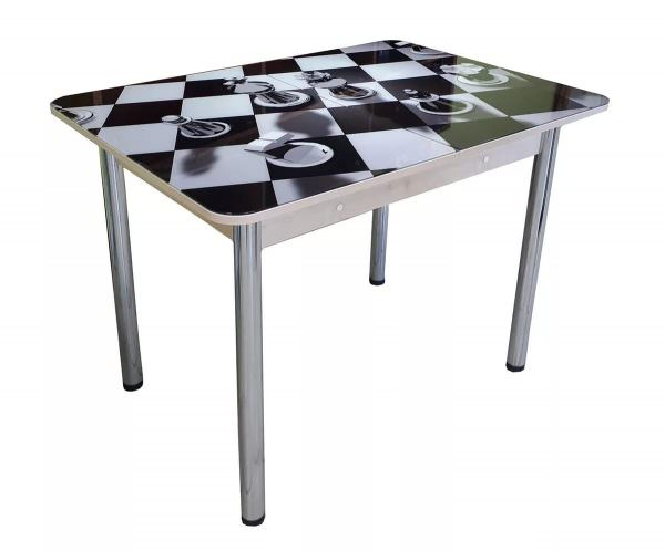 Хороший пример многофункциональности – столешница с рисунком шахматной доски.