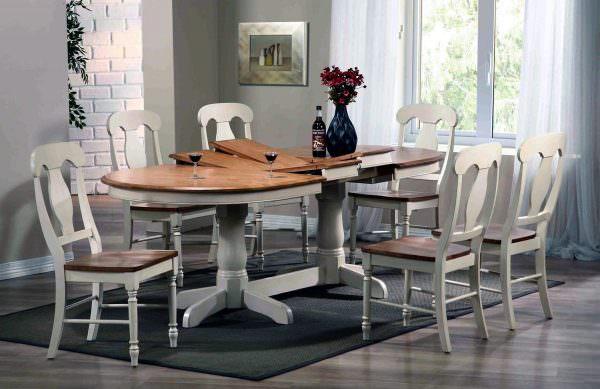 В категорию самой практичной кухонной мебели можно отнести обеденные столы из опилочной «халвы» или фанеры, декорированной ламинированным покрытием.