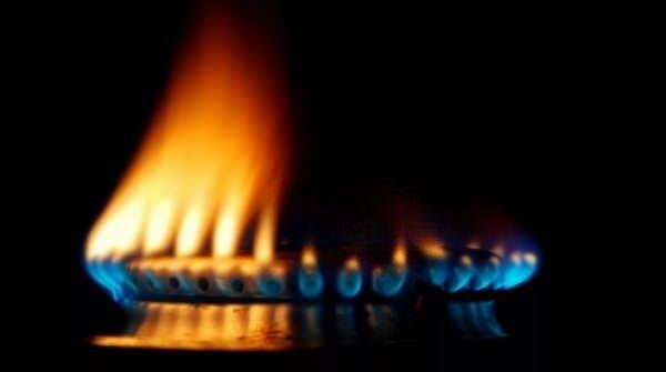 Причиной оранжевого пламени в бытовой газовой плите может стать и нарушение в работе самой духовки или панели.
