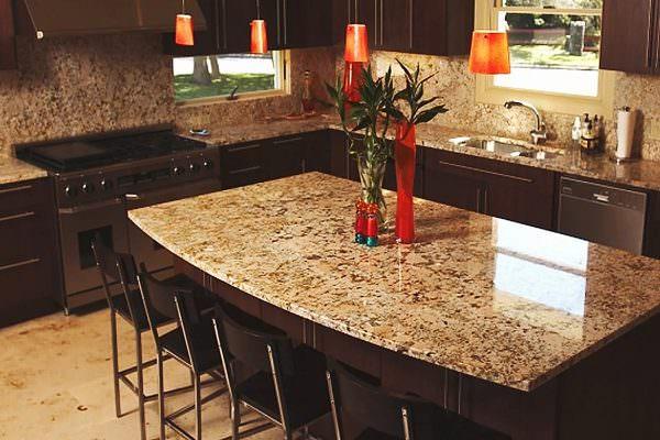 Красивая столешница играет важную роль в дизайне кухни.